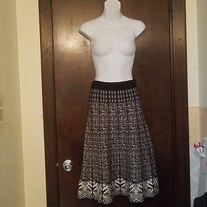 Lapis Black White Stretchy Knit Long Skirt